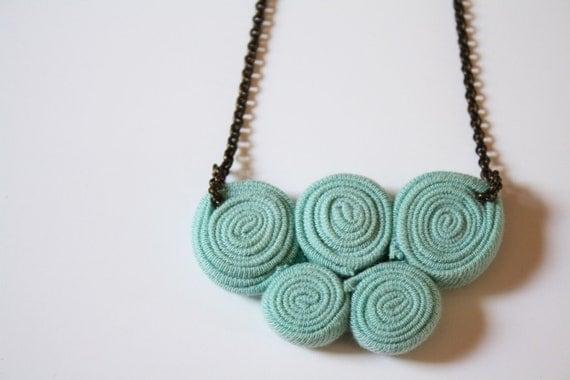 5 circles necklace / celadon