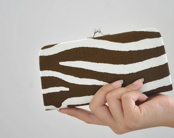 Lauralee in Brown - Small flat clutch