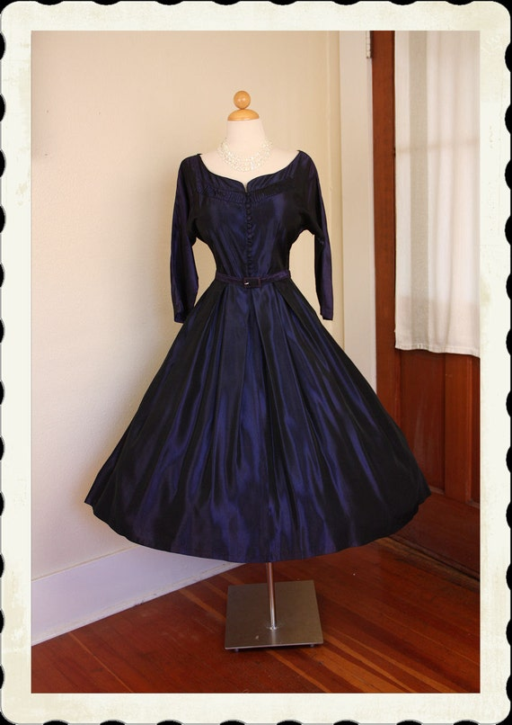STUNNING 1950's New Look Royal Purple Iridescent Sharkskin Satin Party Dress w Belt - Hand Pleated Neckline - Covered Buttons - VLV - Size L