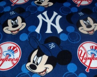 Disney Mickey Mouse Yankees Fleece Fabric Throw Blanket Wall Hanging New