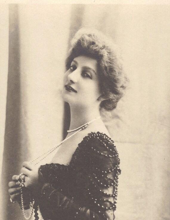 Jane Henriot 1899 by Reutlinger