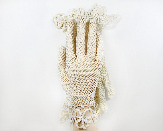 Vintage Crochet Lace Gloves in Ecru Flared Wrist Gauntlet Fishnet Bridal Wedding