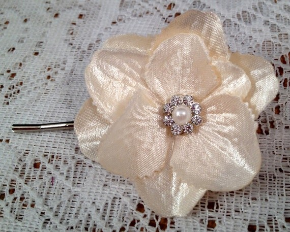 Small Ivory Bridal Hair Flower, Romantic Ivory Wedding Flower, Ivory Bridal Flower Hairpin, Ivory Bridal Hair Pin Ready to Ship