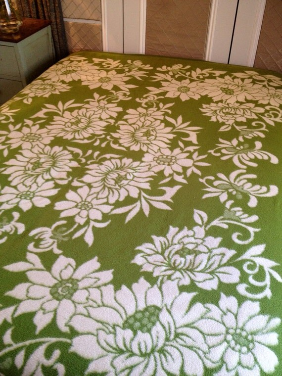 A vintage 1960s 1970s reversible mossy green and ivory floral granny blanket throw bed cover bedspread