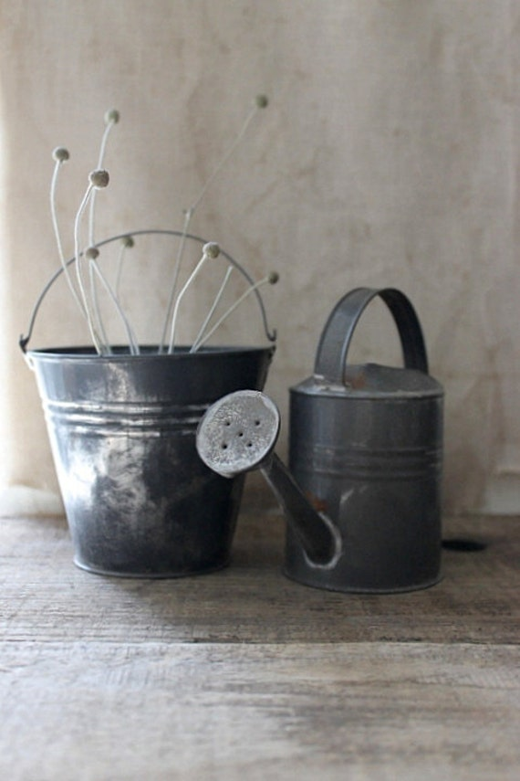 v i n t a g e  watering can and pail set