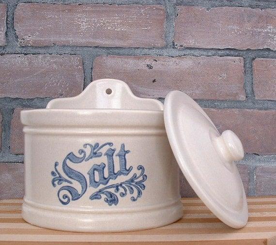 Pfaltzgraff Yorktowne pattern pottery salt box with Lid  Made in USA salt cellar