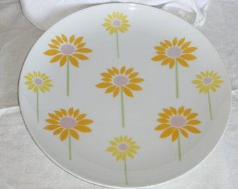 Retro Yellow Daisy Plate