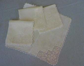Vintage Luncheon / Cocktail Linen Napkins Set of Four