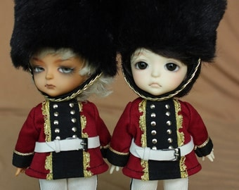 little royal guardsman set (4 items)for lati yellow and pukifee