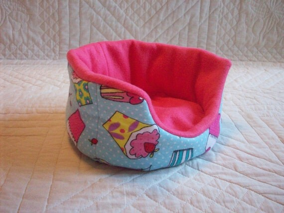 Cupcake Oval Cuddle Cup for Guinea Pig Hedgehog Rat Small Animals