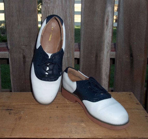 Vintage Saddle Shoes - Black and White Leather - Womens US Size 10.5 - Mens US Size 9  - Excellent Condition - Priority Shipping
