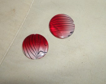 Works of art, 25mmShells, red and white Shells, set of 2pcs