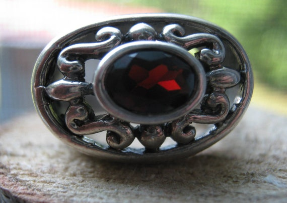 Reduced Vintage Sterling Silver Ladies Ring Art Deco Stye with Garnet Gemstone Size 6