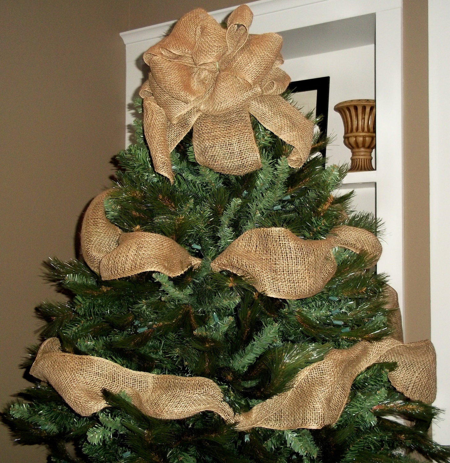 Burlap christmas tree topper bow with garland ribbon tree for Burlap ribbon on tree