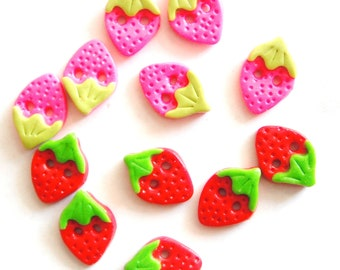 Button Tiny Strawberries handmade polymer clay buttons ( 6 )