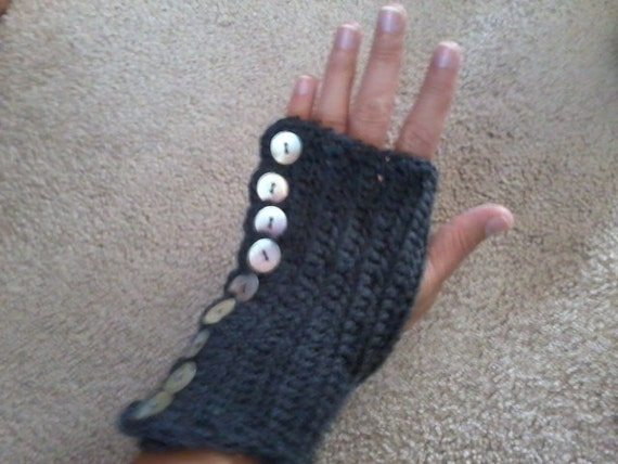 Grey Fingerless gloves with button detail, Vintage look texting gloves