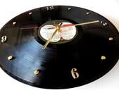 THE BEATLES Vinyl Record Wall Clock (Abbey Road)
