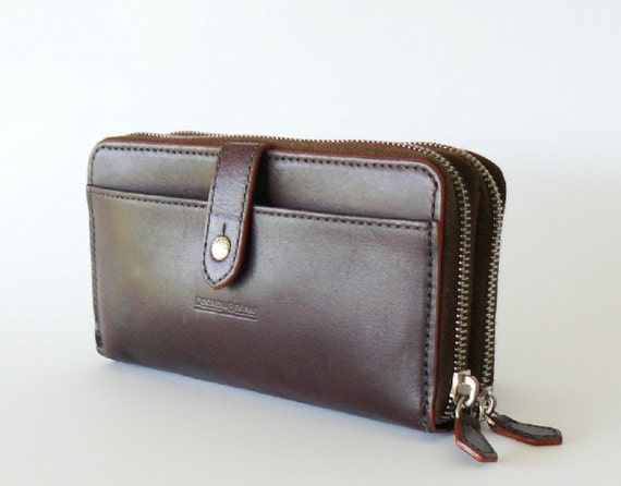 Reserved/Authentic Dooney & Bourke Brown Leather Zip Around Wallet Clutch Made In Italy