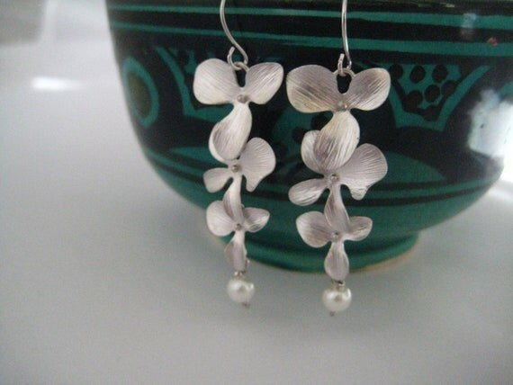 S2055 -Silver Orchid and peal dangly earrings