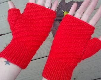 Fingerless gloves, red diagonal ridges pattern, wool blend, women size small/medium