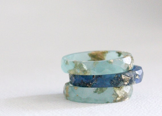 size 8 thin multifaceted eco resin seafoam with gold flakes