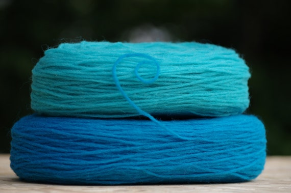 2 Solid Rovings , Deep and Bright Turquoise Blue .Thin Wool, Pre-Yarn, Spinning or Felting Fiber FREE SHIPPING WORLDWIDE