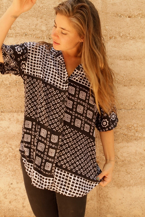 90s GEOMETRIC wild in living COLOR black & white TLC shirt blouse button up down top
