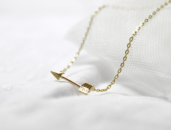Tiny Piercing Arrow Necklace in gold - S2276-2