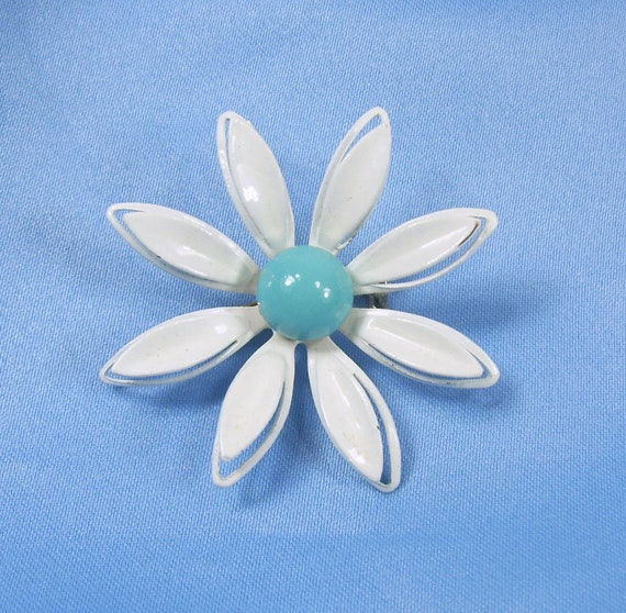 Vintage Brooch White Aqua Enamel Metal Flower Daisy 3-D Layered Pin