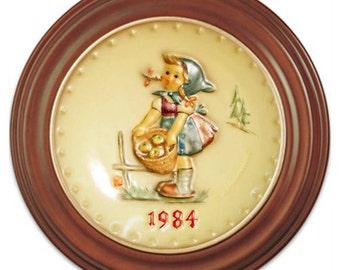 1984  Annual Hummel Plate No. 277 Little Helper