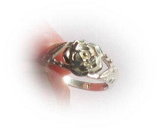 Sterling Silver Ladies Ring With Stylized Rose Design
