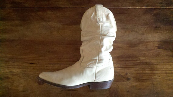 50% Off Vintage 70s Cowboy Boots Wanderlust Beat Up Ivory Booties 7