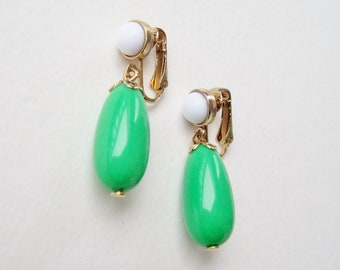 Vintage 1975 Signed Avon Come Summer Goldtone Gold Tone White Kelly Green Lucite Beaded Dangle Clip On Earrings in Original Box NIB