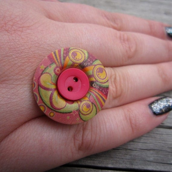 Button Statement Ring, adjustable, cerise, crimson, yellow, antiqued bronze tone, wooden