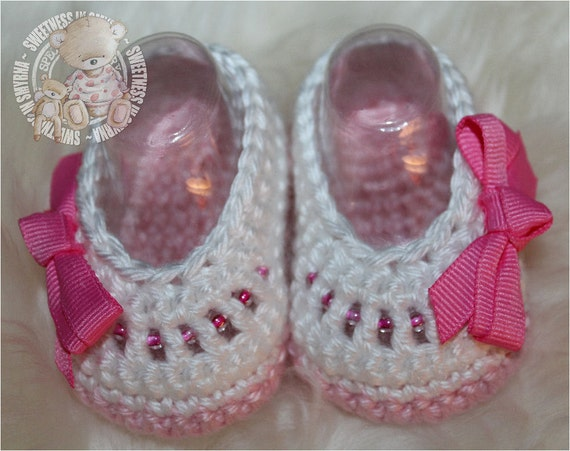 Baby Shoes, Crochet Baby Booties - Baby Girl Booties - Ballet Slippers - Pink, White, Bow Shoes, Glass Beads, READY TO SHIP