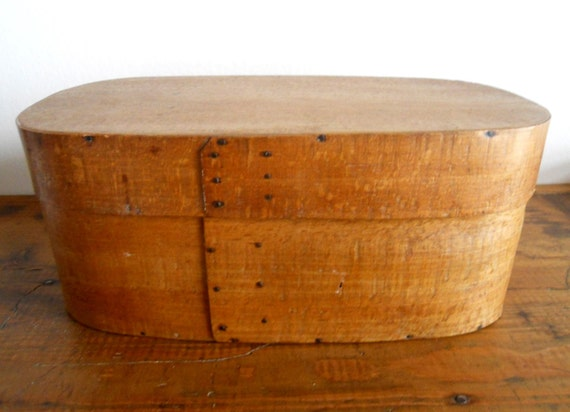 real ANTIQUE oval SHAKER BOX (1800s)