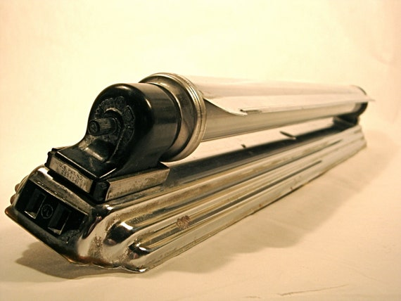 Chrome Art Deco Wall Light For Bathroom Mirrors Or Walls: Vintage Chrome Art Deco Fluorescent Light With Adjustable