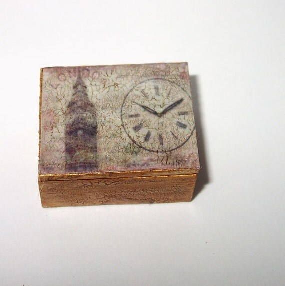 Dollhouse miniature vintage style box, scale 1/12