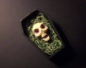 Hand Sculpted Screaming Skull Magnet in Coffin Gift Box