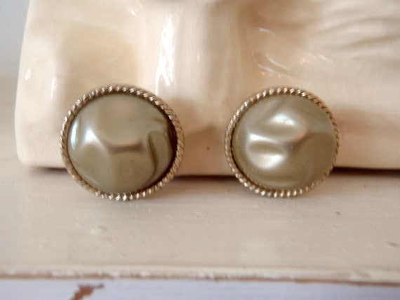 Clip Earrings 1960s Vintage Clip On Earrings Round Pearly Bead
