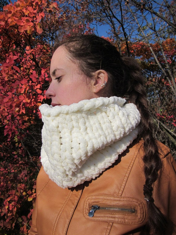York knit chunky cowl in off white, cream