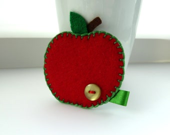 Felt apple brooch in red, pin badge brooch, rosy, juicy, green button and ribbon, snow white, autumn fruit, teacher gift