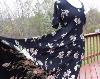 Sale vintage Women, long dress size 8  roses on black background, rayon Gift