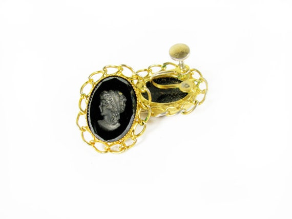 Vintage Cameo Earrings, Black Etched, Screw On / Vintage Black Cameo Earrings - Boucles d'Oreilles.