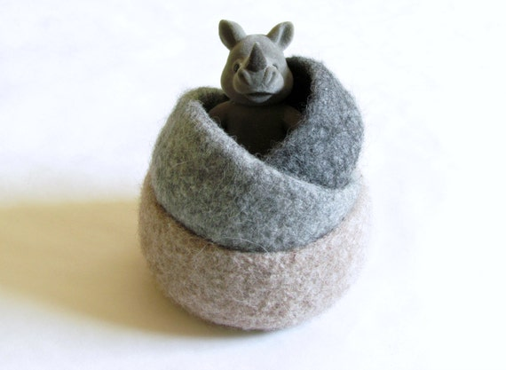 Felted wool bowls / Natural colors grey and beige / Eco-friendly gift / waldorf decor / desktop organizer