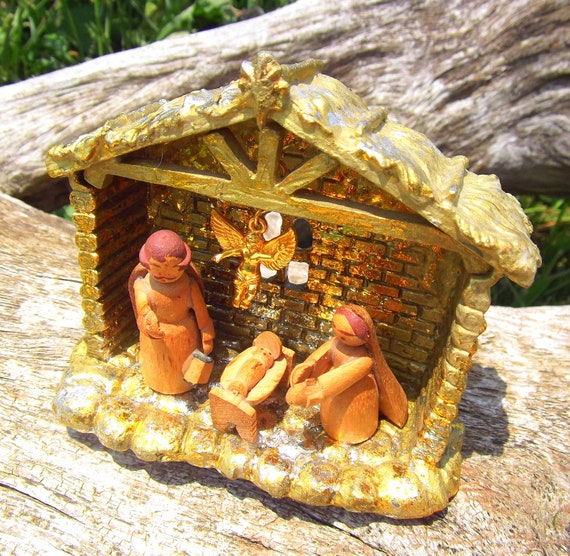 Small Gold Mixed Media Nativity Set Creche manger Christmas Decoration in Gold Flake Wooden baby Jesus Gold Angel