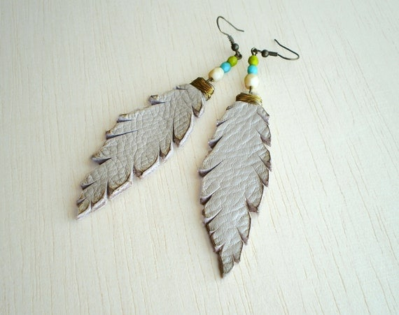 Leather feathers earrings cream with gold wire and beads