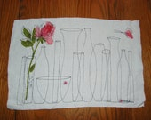 Set of Vera linen placemats with vases & rose