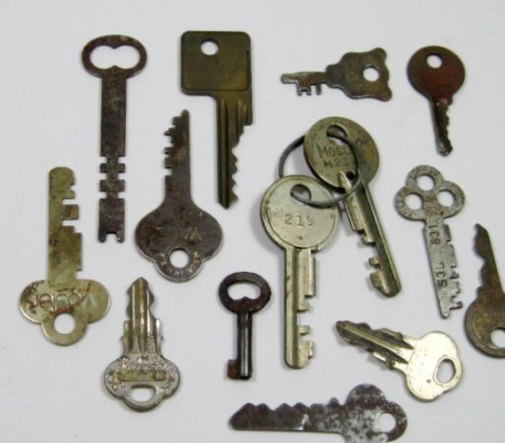Vintage Keys: Brass and Metal Keys, 14 Pieces for your Assemblage or Collection