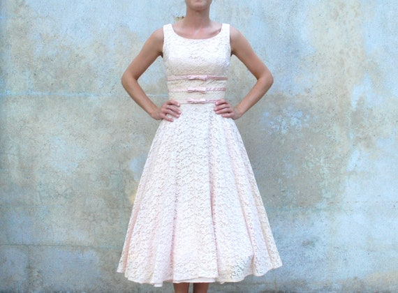 Vintage 1950s blush pink lace tea length dress - 50s prom / wedding / cocktail dress - extra small / small